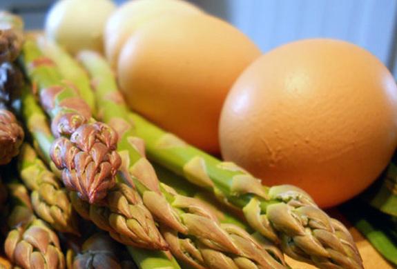 asparagi e uova pecorino