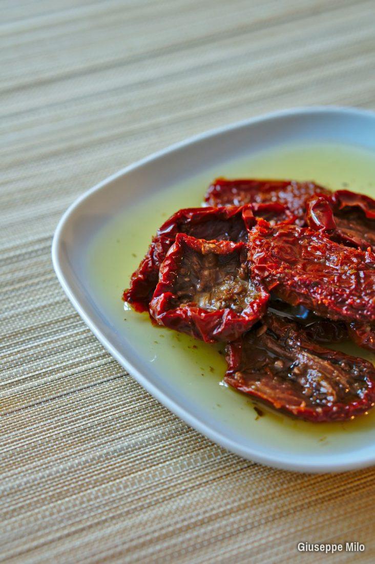 pomodori secchi sott'olio ricetta