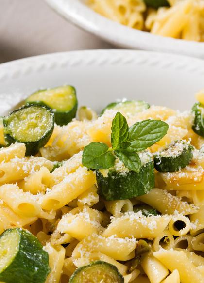 pasta con zucchine e fiori