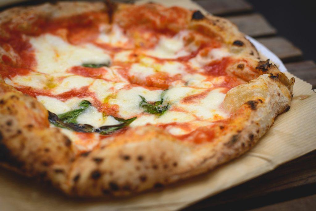 Ricetta Impasto Pizza Napoletana Forno Elettrico.Pizza Napoletana Fatta In Casa Ricetta