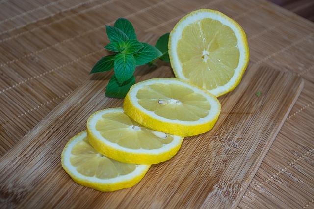 9 metodi naturali per eliminare i cattivi odori dal frigorifero