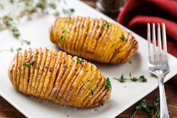 Ricetta patate hasselback - Cucinare patate americane ...