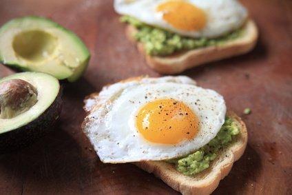 avocado toast e uovo