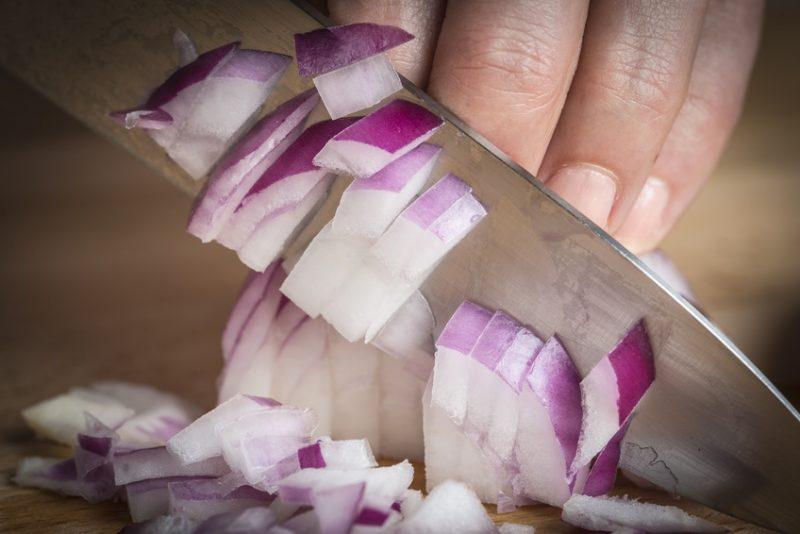 peperonata taglio cipolla
