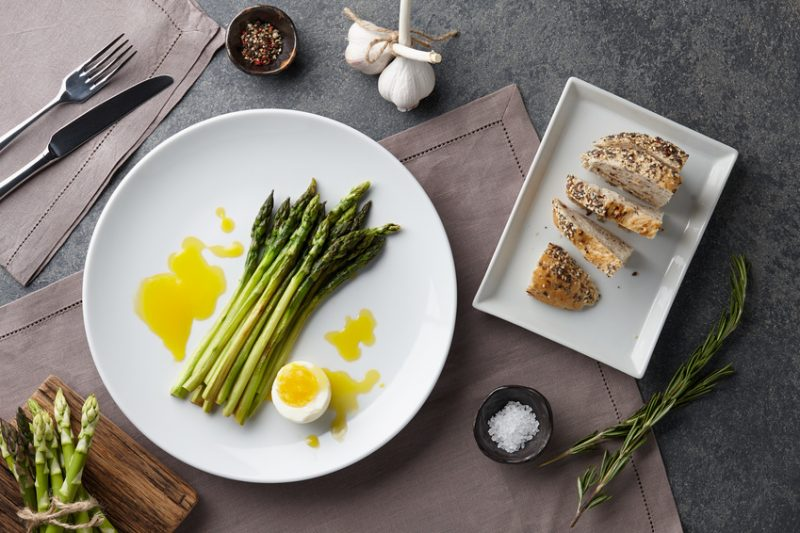 Asparagi uova e pecorino