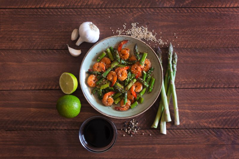 insalata asparagi e gamberetti