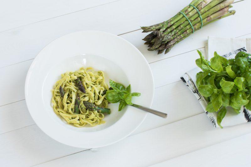 Tagliatelle asparagi e pesto