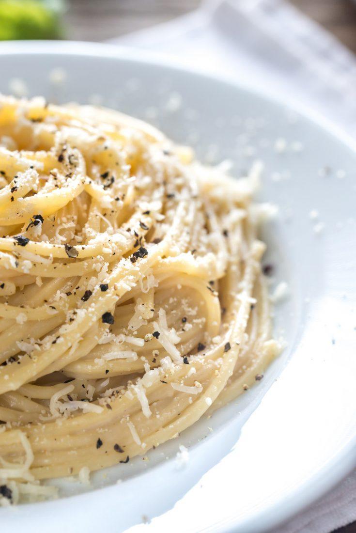 Ricetta Maccheroni Cacio E Pepe.Cacio E Pepe Recipe A Traditional Dish From Rome